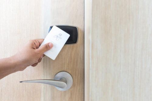 قفل با کارت الکترونیکی